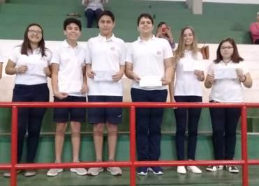 Estudiantes con Becas Científico-Deportivo-Cultural